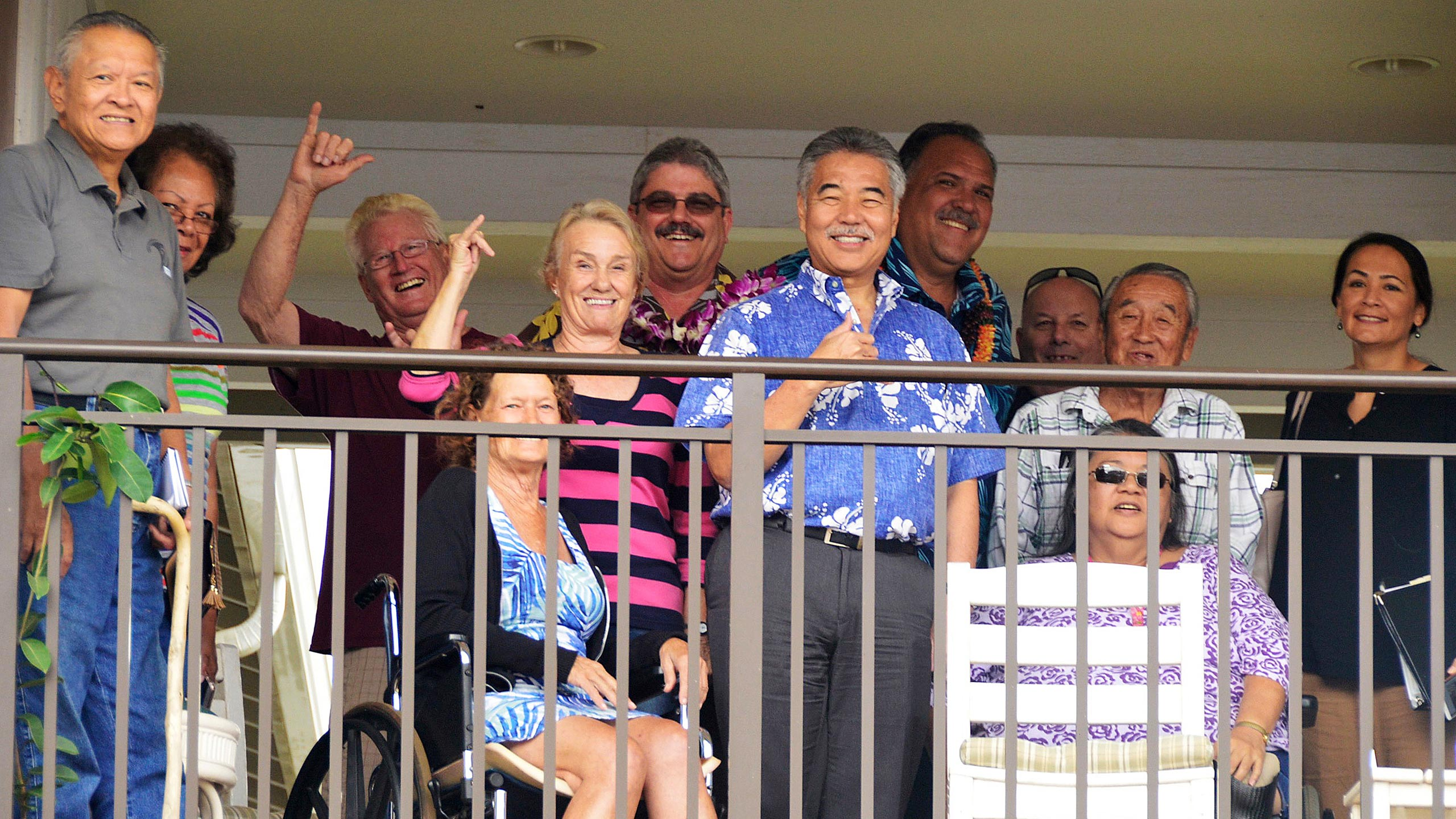 Governor Ige and a group of people