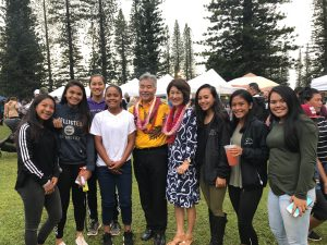Governor and first lady Dawn Amano-Ige with a girls' softball team at the Lana'i Pineapple Festival.