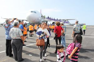 Hawaiian Air travelers arrive at the Ellison Onizuka Kona International Airport after re-opening of Federal Inspection Service.