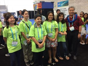 Gov. Ige with King Intermediate students at 2017 STEM event.