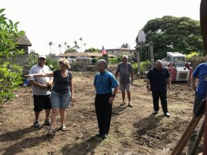 Aina Haina residents on O'ahu show the governor the aftermath of flooding.