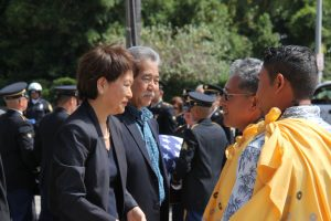 Governor Ige and the first lady greet Danny Akaka, Jr. and family members.