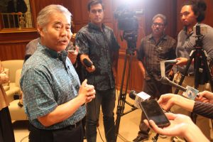 Gov. Ige fields questions from reporters on budget funding.