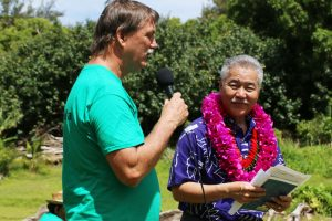 Chipper Wichman, president of the National Tropical Botanical Garden and Ha'ena resident, emceed the community blessing and welcomed Governor Ige.
