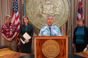 Governor Ige with UH President David Lassner, Attorney General Clare Connors and DLNR Chair Suzanne Case at news conference.