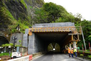 Governor Ige, HDOT director Jade Butay and highways deputy Ed Sniffen inspect the new rock shed protection at the Pali.