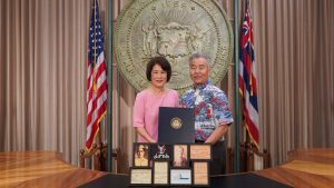 Governor and Mrs. Ige with photos of their dads.