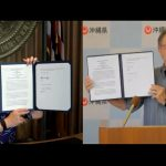Governors Ige and Tamaki with their clean energy agreements.